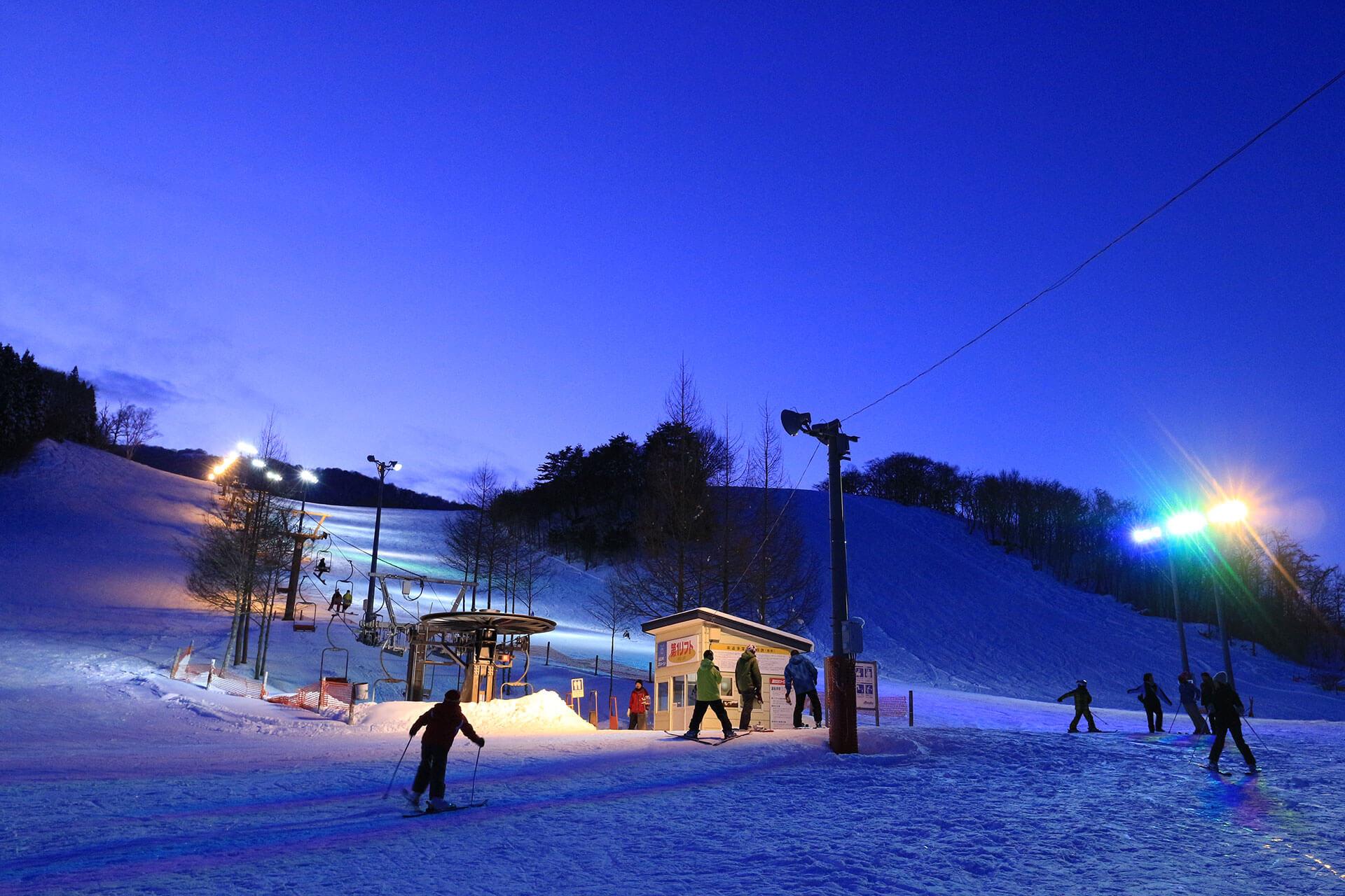 この画像には alt 属性が指定されておらず、ファイル名は snow_festival.jpg です